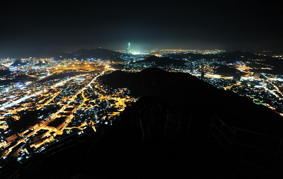 Пайғамбар (оған Аллаһтың игілігі мен сәлемі болсын) ихрамға кірген ниетпен ихрам халіне кірген Алидiң Йеменнен келуі